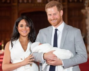Сыну принца Гарри и Меган Маркл исполнился год. Вот 13 сладких моментов его жизни
